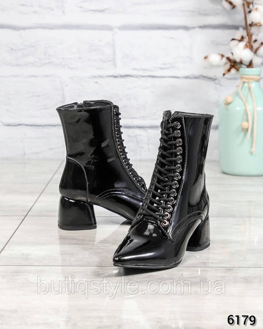 Женские черные ботильоны натуральная лаковая кожа на каблуке деми