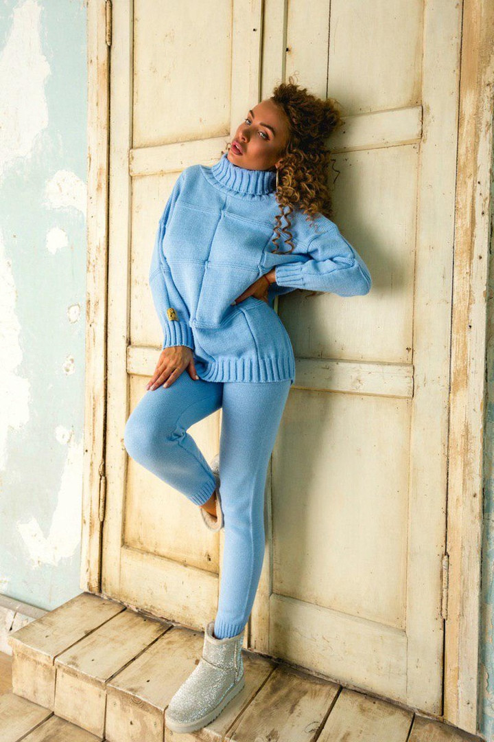 Зимний вязаный голубой женский костюм