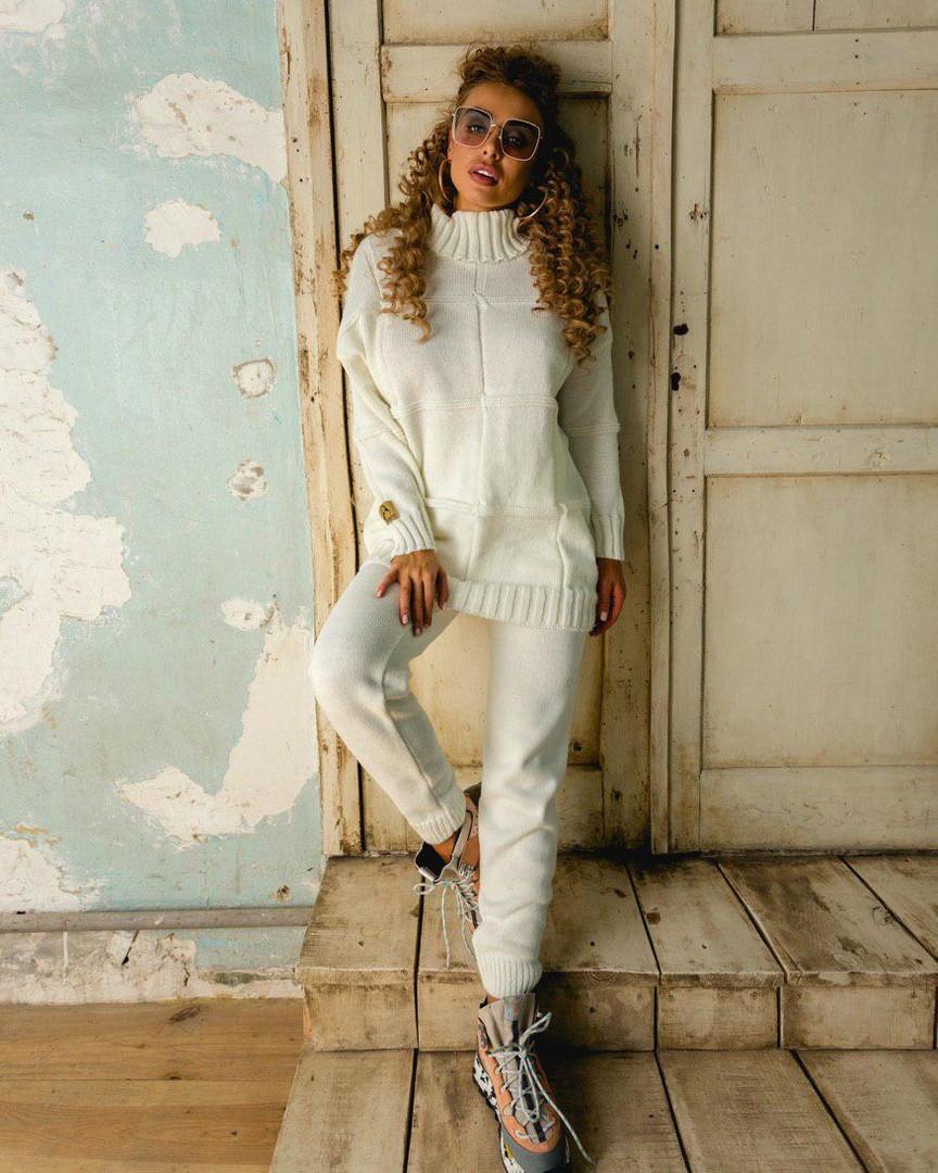 Теплый вязаный белый костюм с длинным свитером