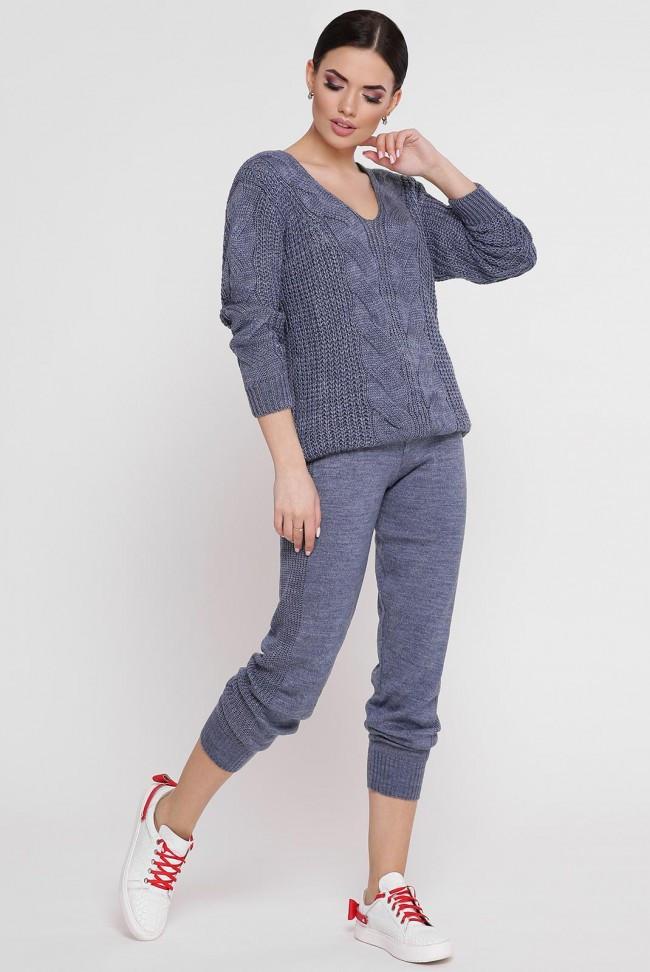 Вязаный костюм-двойка цвета джинс: джемпер с ажурной вязкой и теплые штаны с манжетами