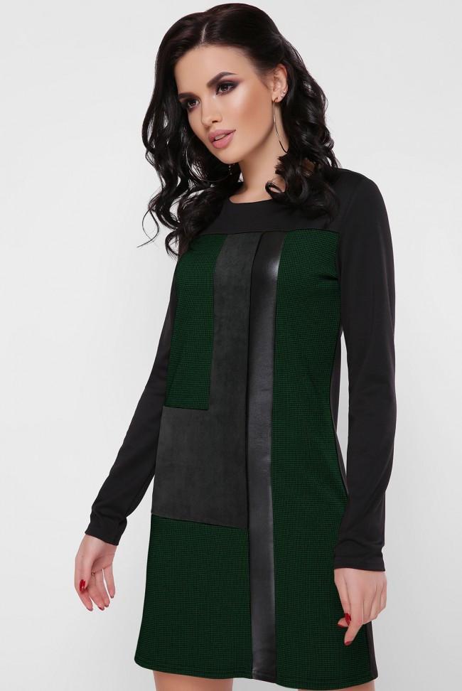 Демисезонное короткое женское платье выше колен и круглым вырезом горловины со вставками черное с бордовым