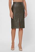 Женская оливковая юбка-карандаш из экокожи с разрезом по переднему среднему шву