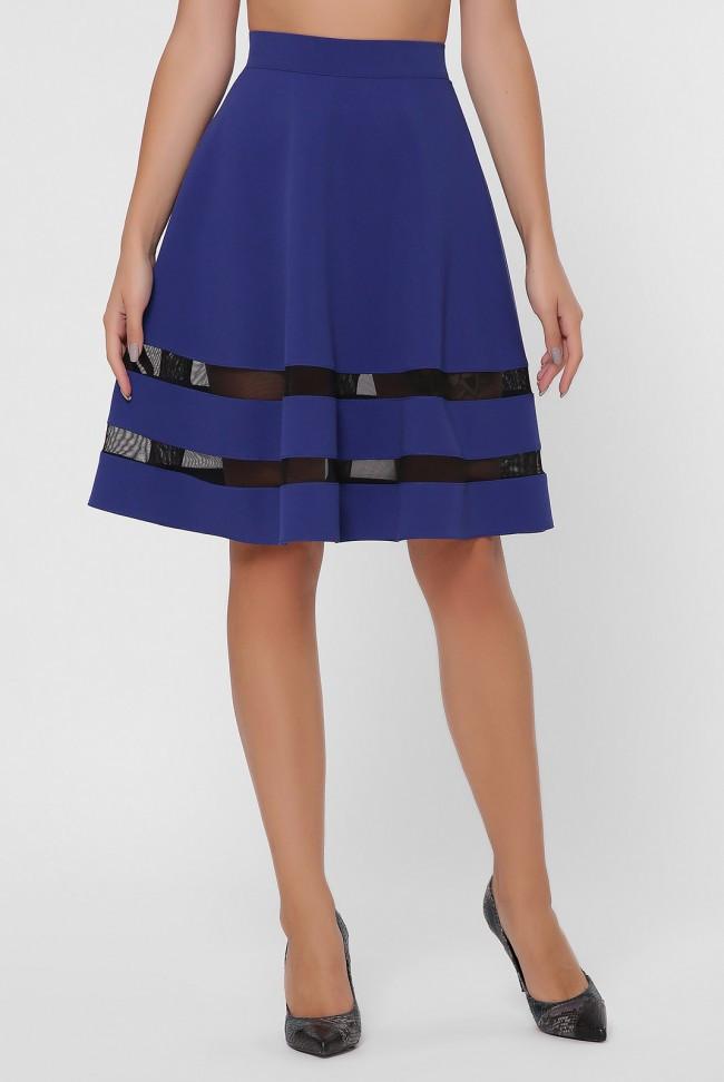 Короткая синяя женская юбка со вставками из сетки внизу по кругу