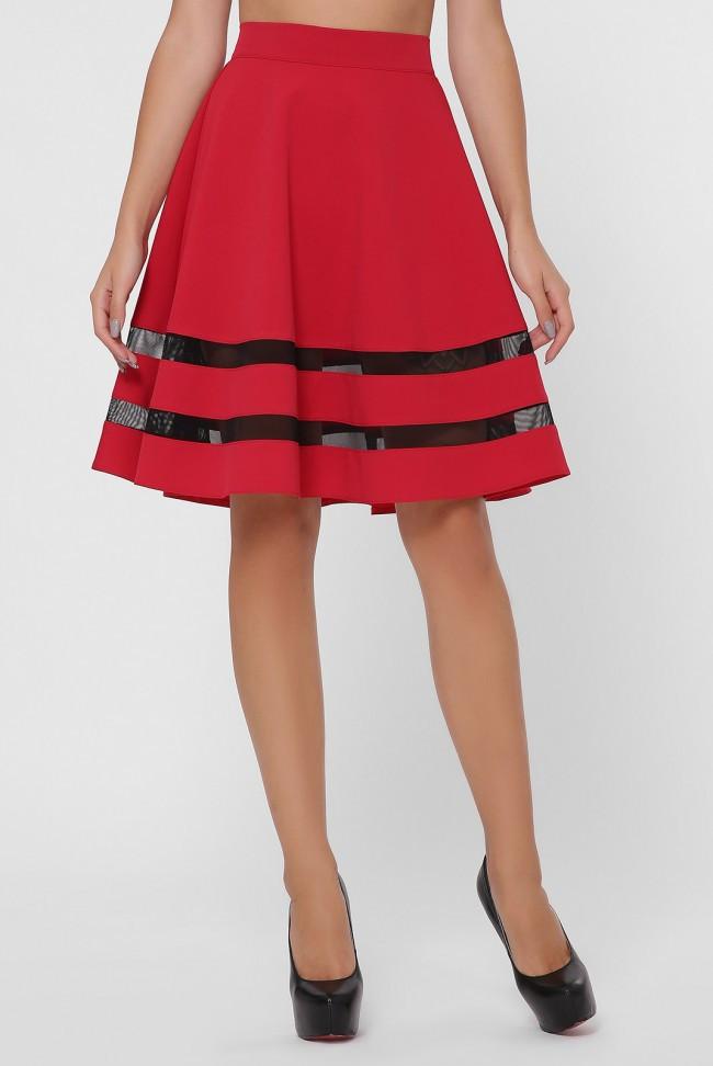 Короткая красная женская юбка со вставками из сетки внизу по кругу