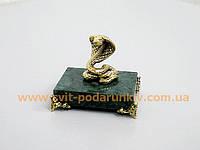 Сувенир статуэтка Змея - Кобра на подставке с бронзовыми ножками