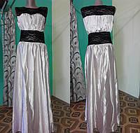 Длинное атласное платье бежевое 48-50 размер