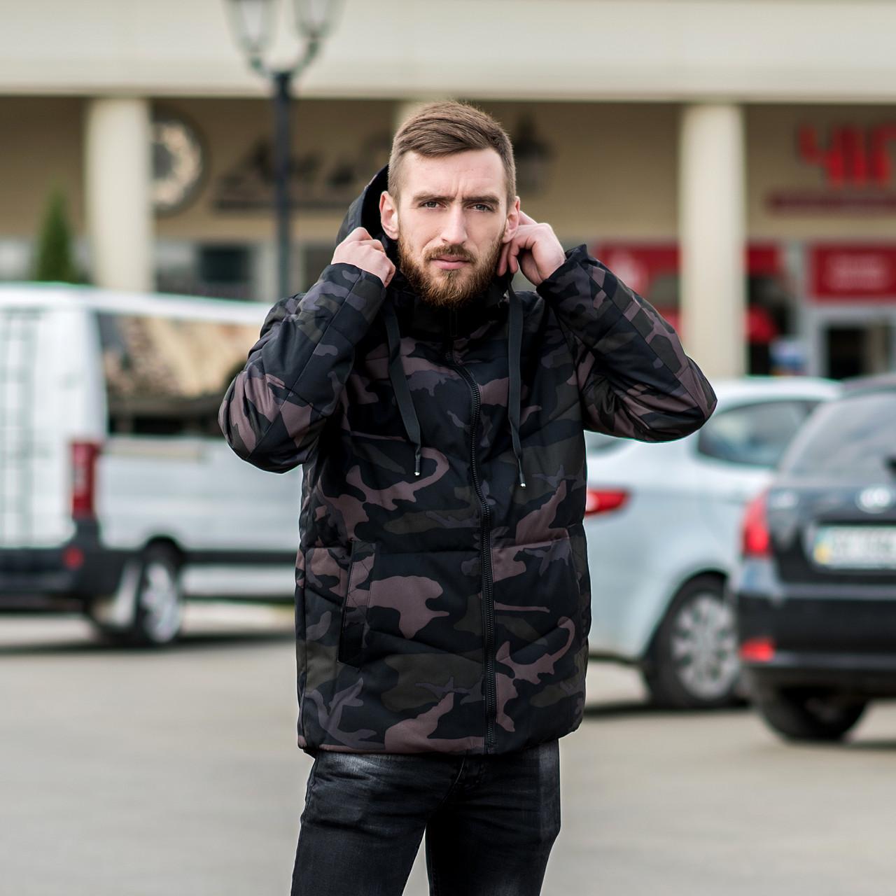 Чоловіча зимова куртка, кольору камуфляж.