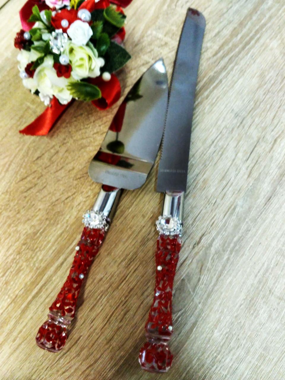 Нож и лопатка для свадебного торта Brooch . Цвет красный.