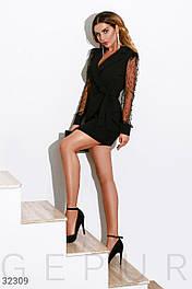 Короткое деловое платье с прозрачным рукавом