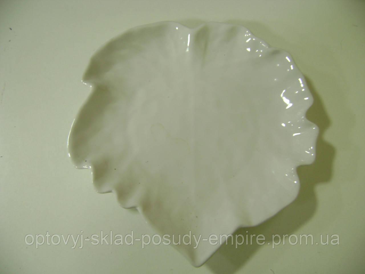 Салатник Виноградный лист белый