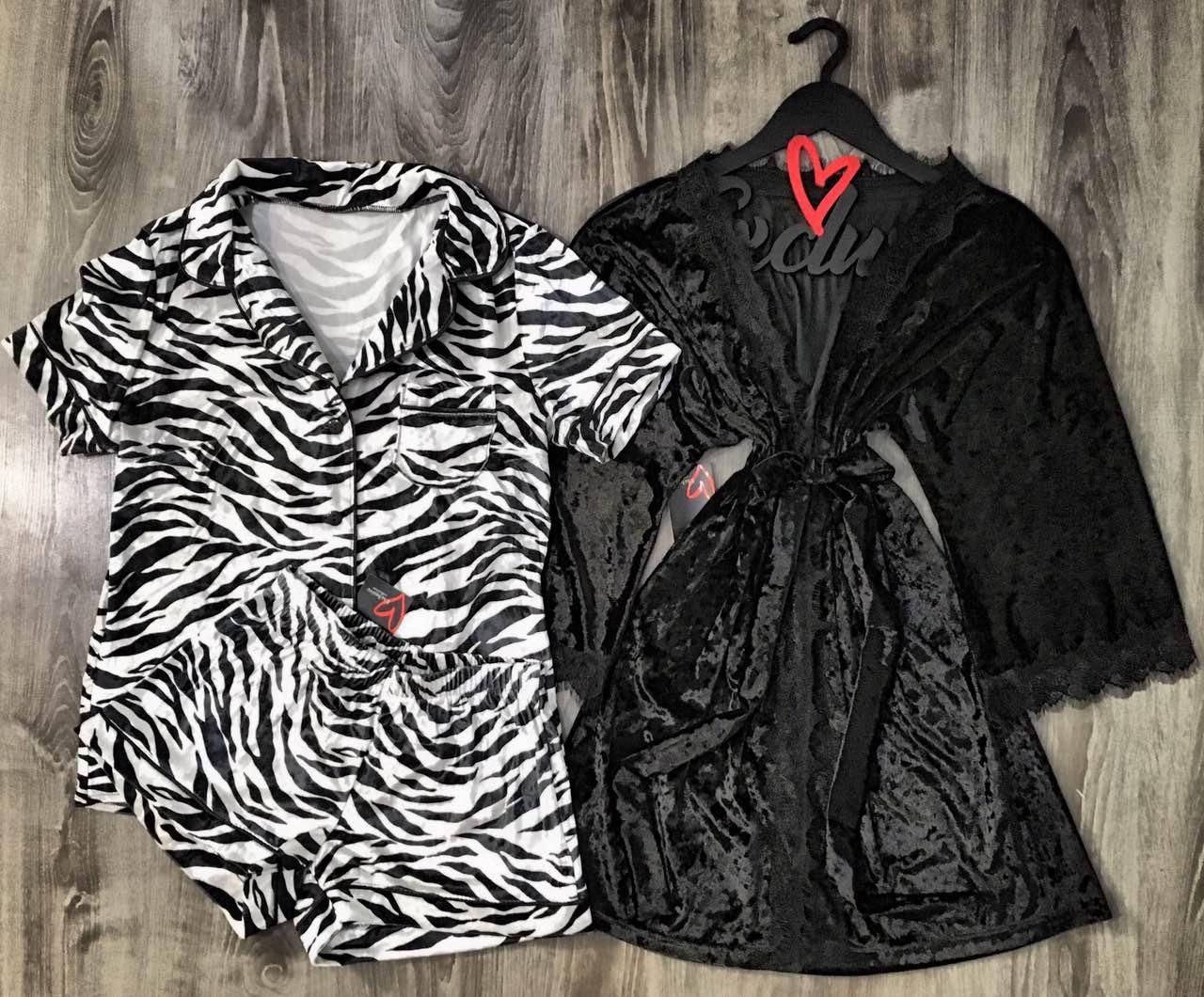 Велюровый женский комплект одежды .Халат и пижама