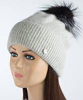 Ангоровая шапочка с помпоном из чернобурки Астрит светло-серая
