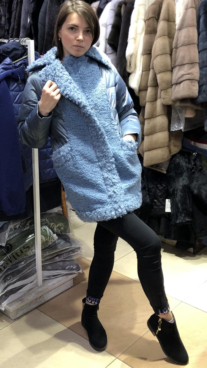Женская куртка из эко-меха под каракуль голубая