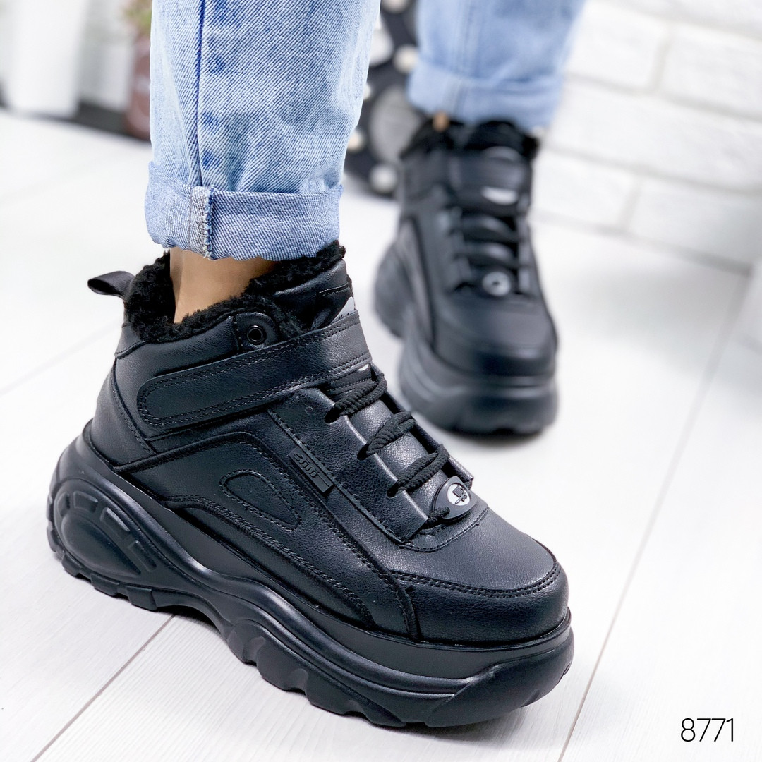 Женские зимние кроссовки хайтопы ботинки спортивные черные на массивной фигурной подошве