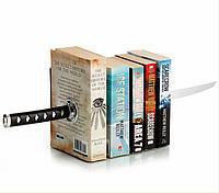 Букенд Катана на магните. Держатель для книг Меч самурая, упаковка 13,2*17,5*13 см., композиция 40 см.