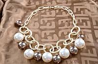 Крупное женское ожерелье в стиле Шанель.