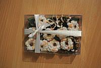 Набор бархатцев (ок. 27 цветков диаметром от 25 до 13 мм и листики к ним). Бело-кремовые.