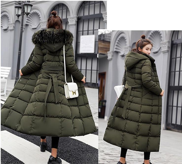 Зимнее женское стёганое пальто ниже колен с поясом и мехом на капюшоне  хаки