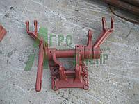 Кронштейн механизма задней навески ЮМЗ в сборе с валом, рычагами и опорой 45-4605015 СБ