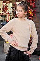 Вязанный пушистый свитер для девочки