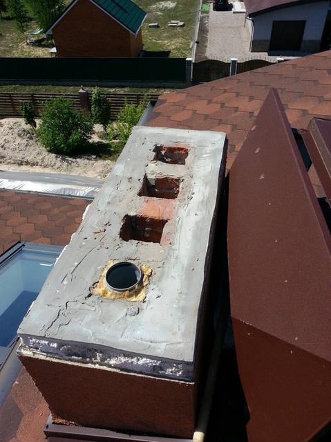 Демонтаж декоративной шапочки дымохода, гильзование вентиляционных каналов.