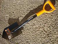 Лопата штыковая укороченная Fiskars Solid 80 см.