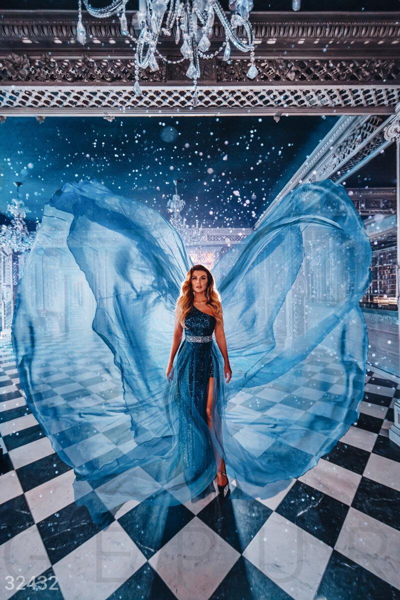 Ошатне плаття максі на одне плече блискучого темно-синього кольору