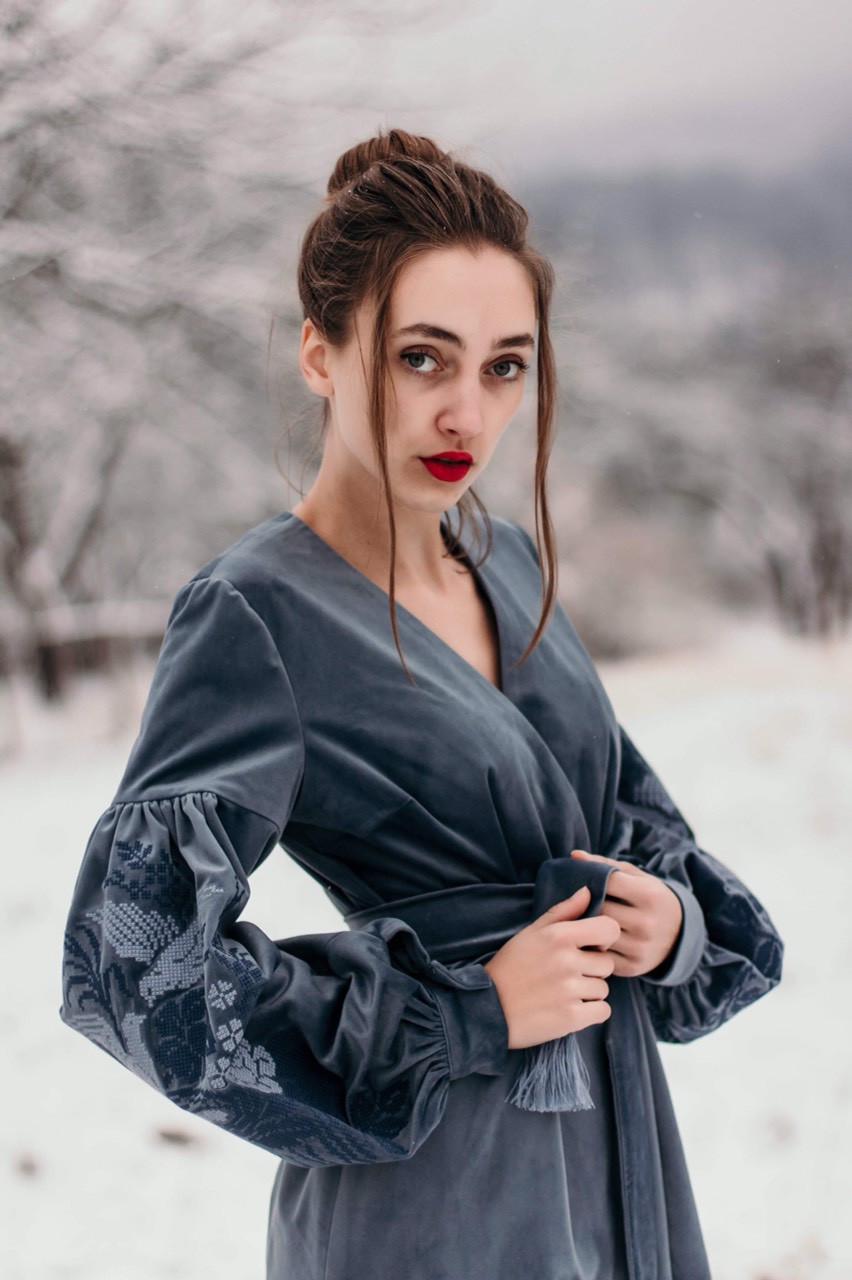 Праздничное платье с вышивкой  из бархата в етно стиле