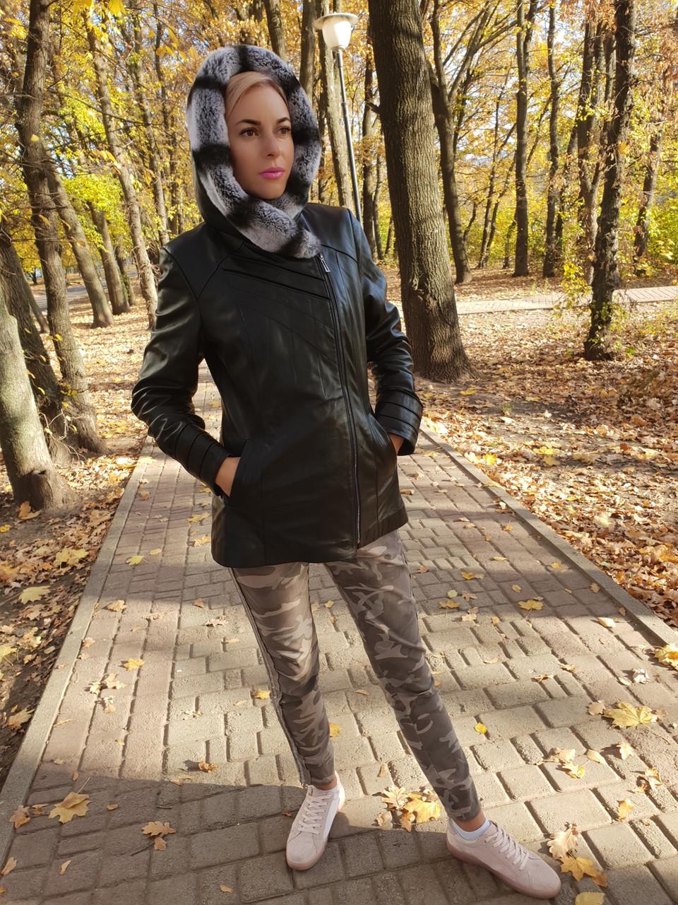 Женская кожаная утепленная куртка с капюшоном на подстежке