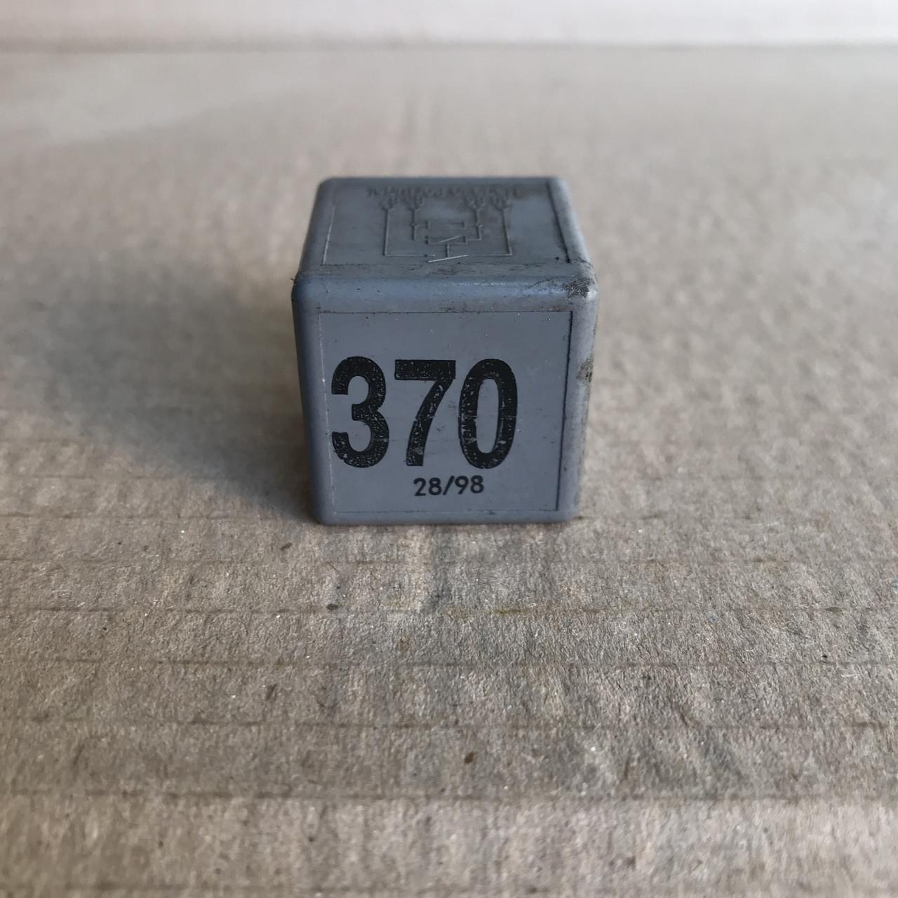 8D0951253 Реле 370