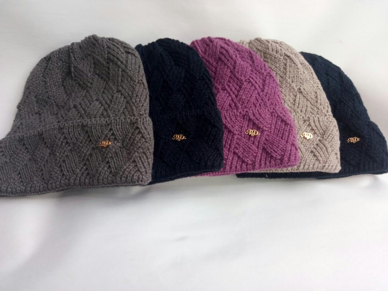 Красивая и практичная шапка для девушек.Разные цвета