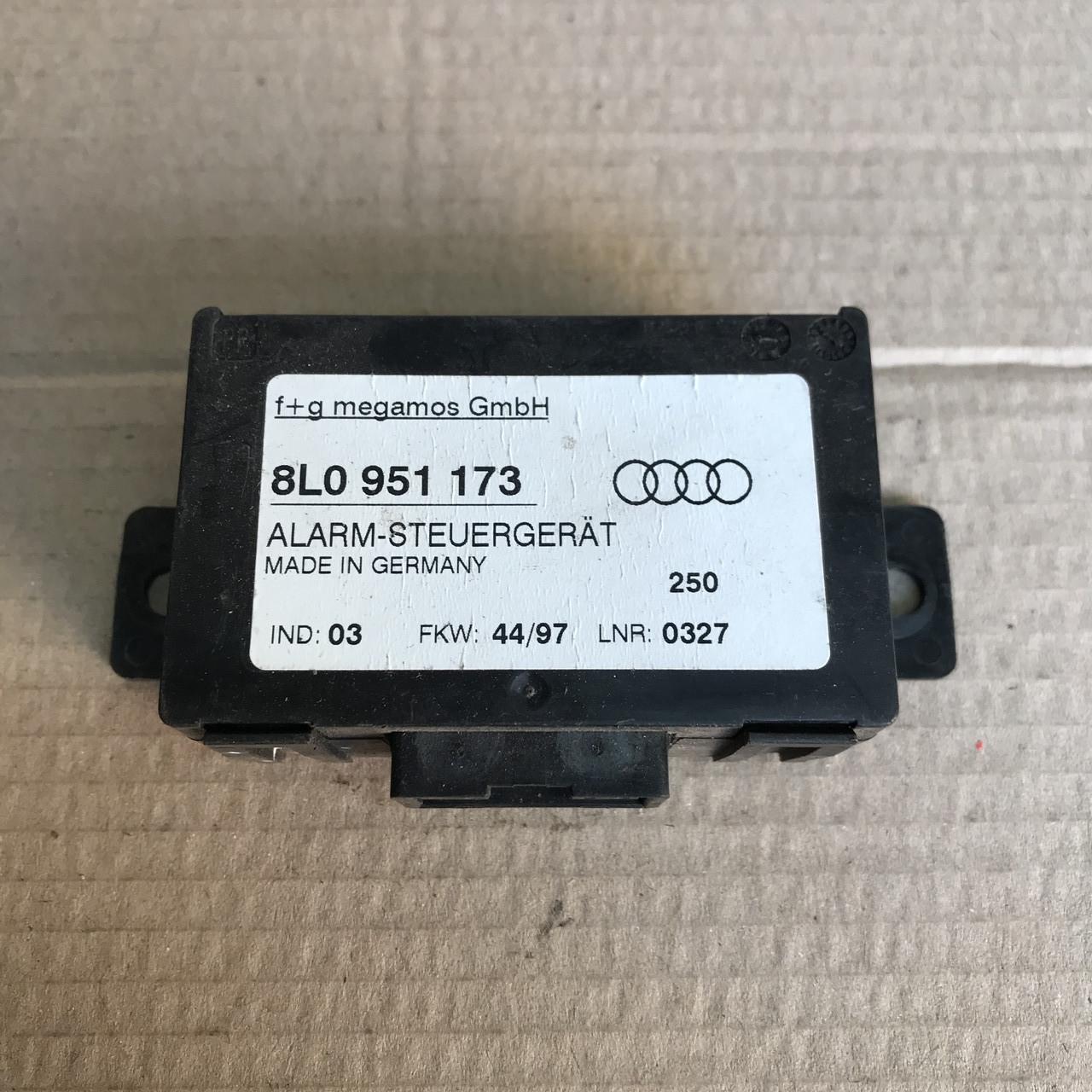 8L0951173 Блок управління сигналізацією на Audi / Vw