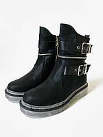 Женские черные ботинки из нубука на прозрачной подошве декорированы пряжками и молниями
