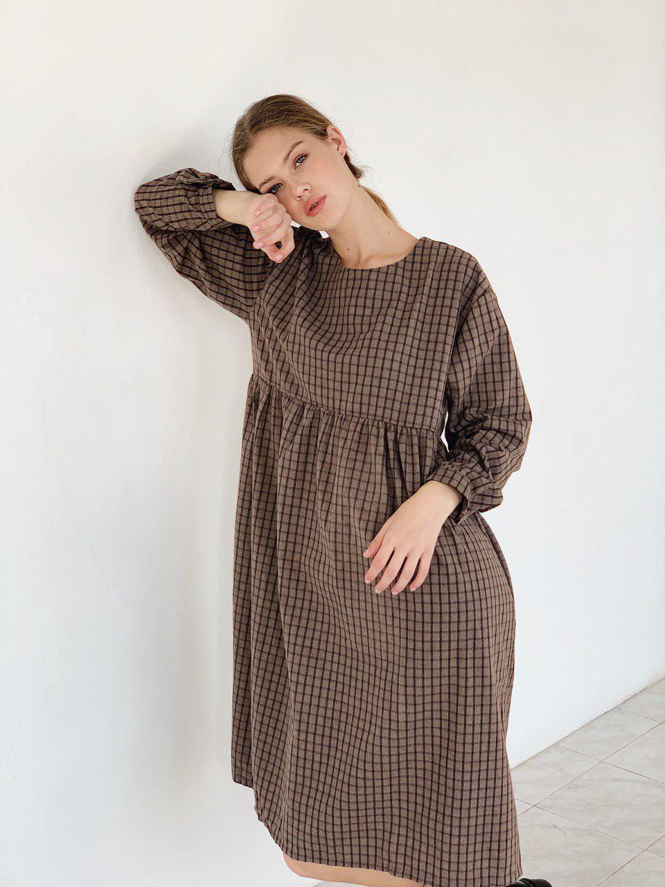 Платье в клетку на пуговицах теплое