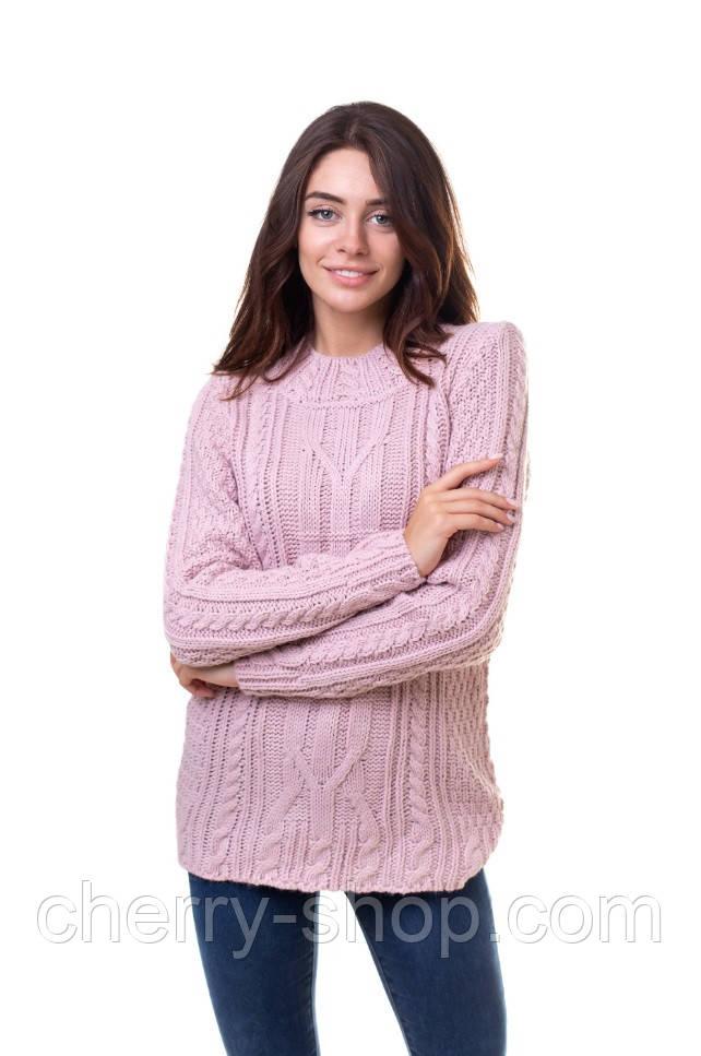 Нежно розовый женский свитер с косами