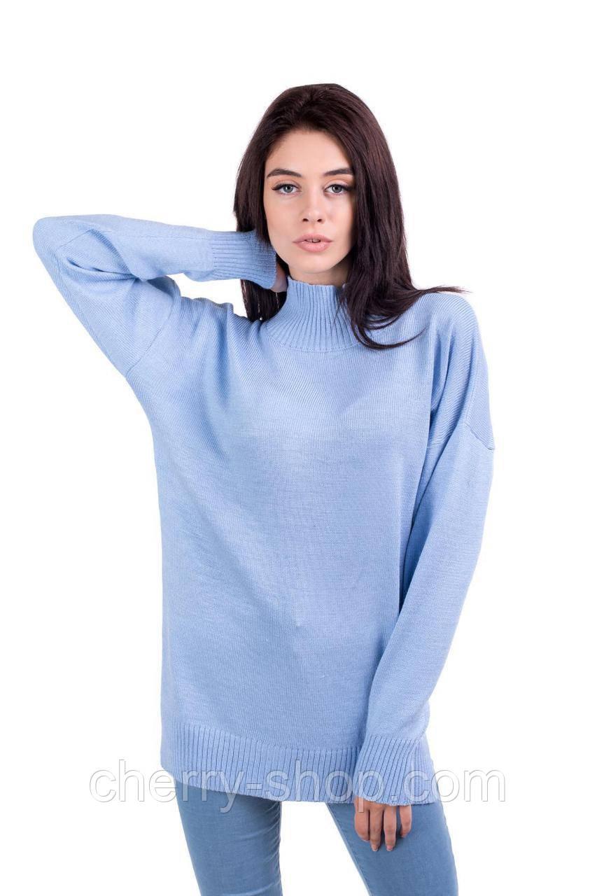 Голубой свитер с разрезами по бокам