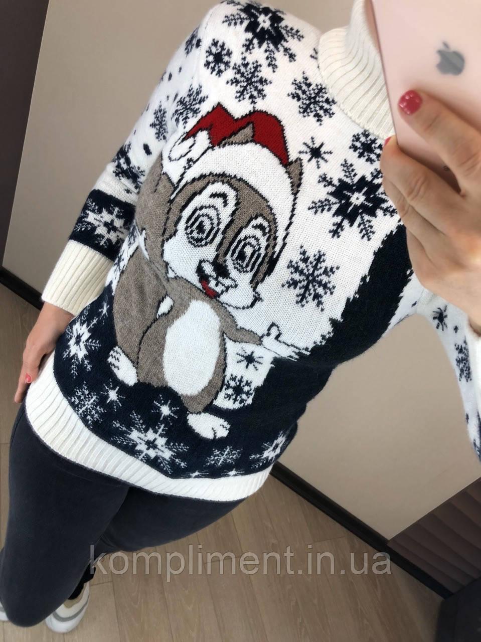 Жіночий в'язаний шерстяний светр з малюнком білка, білий