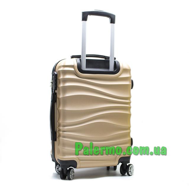 чемодан на колесах коричневый волнистый