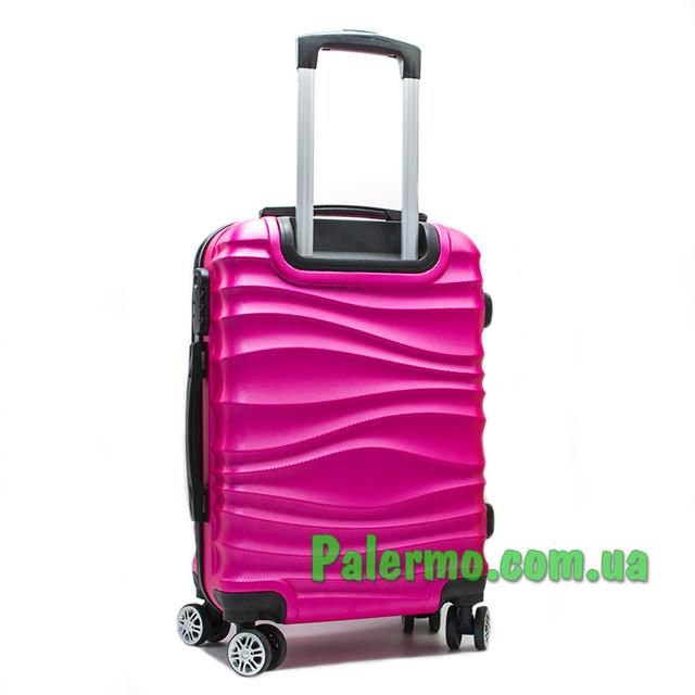 чемодан на колесах розовый волнистый