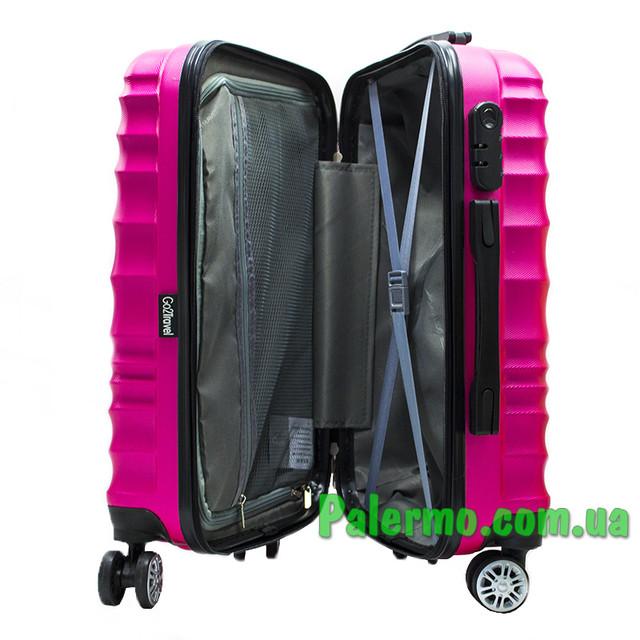 пластиковый дорожный чемодан розовый