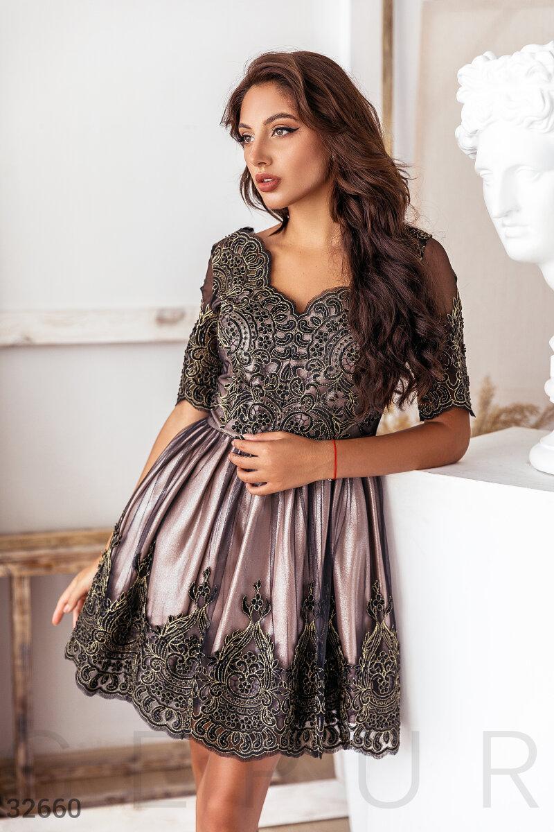 Ажурное короткое платье А-силуэта бежевое
