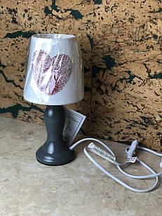 Настільна лампа для будинку