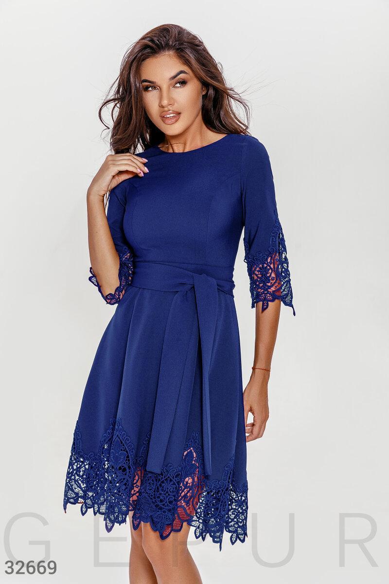 Платье миди с кружевом темно-синее