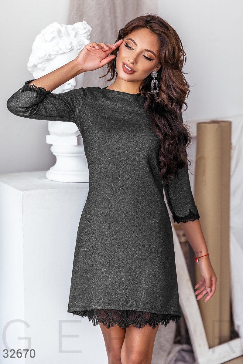 Короткое приталенное платье с напылением