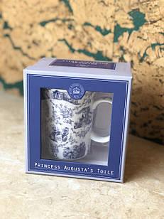 Чашка з синіми візерунками