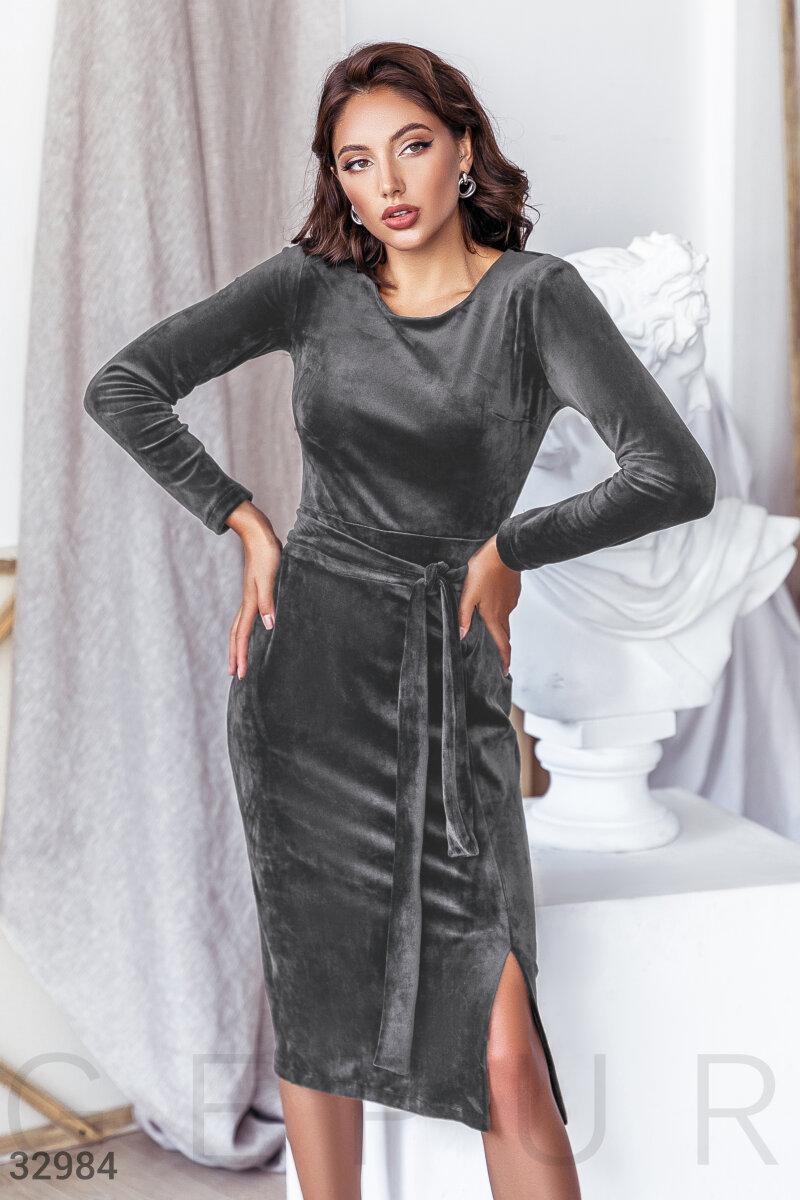 Велюровое платье длины миди серое