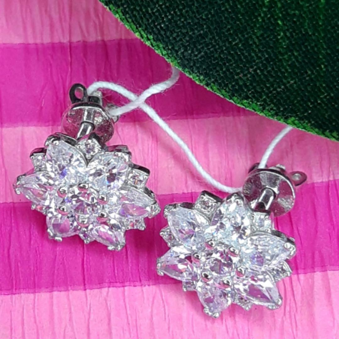 Изумительные серебряные серьги гвоздики - Брендовые серебряные пуссеты