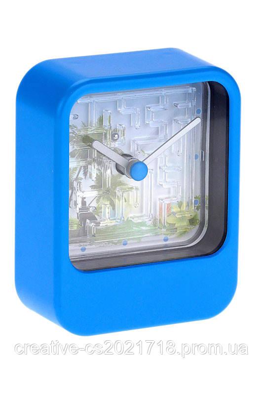 Часы лабиринт синие