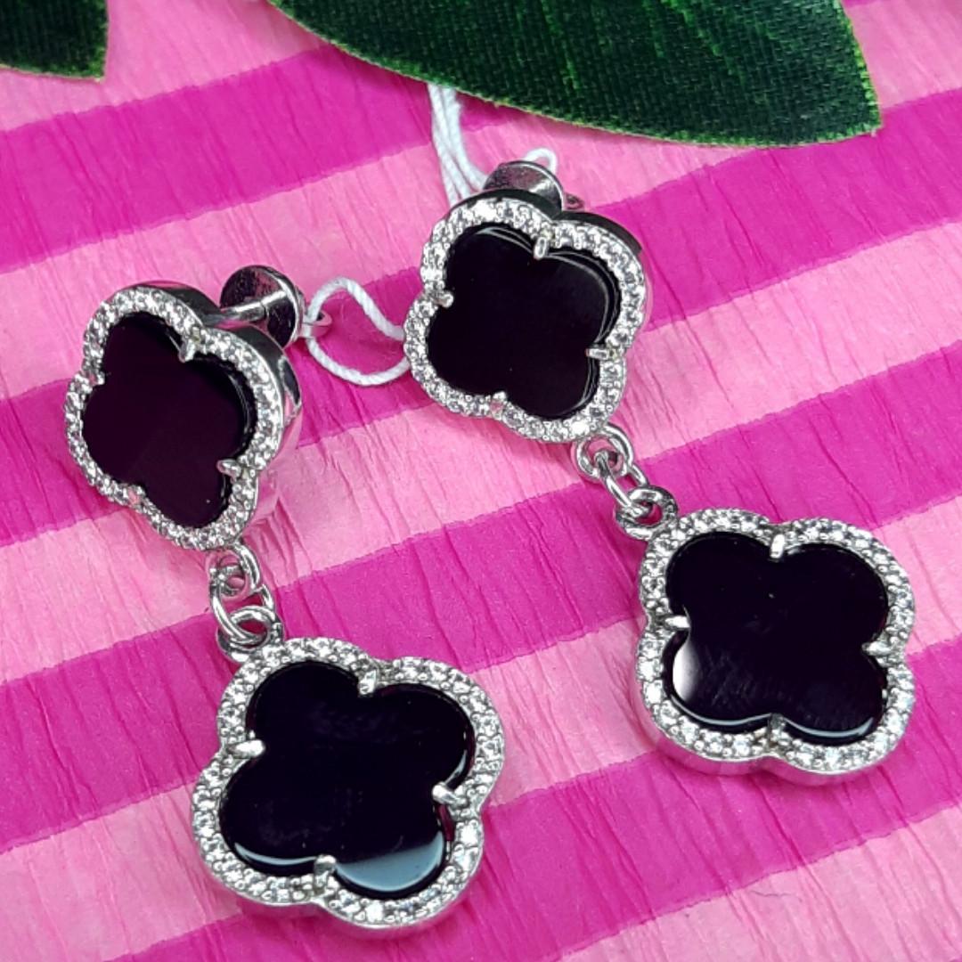 Серебряные серьги Клевер с черным ониксом - Брендовые серьги-подвески Клевера серебряные