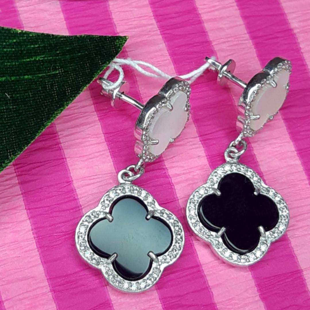 Срібні сережки висульки Конюшина - Брендові сережки Конюшина з перламутром і чорним оніксом